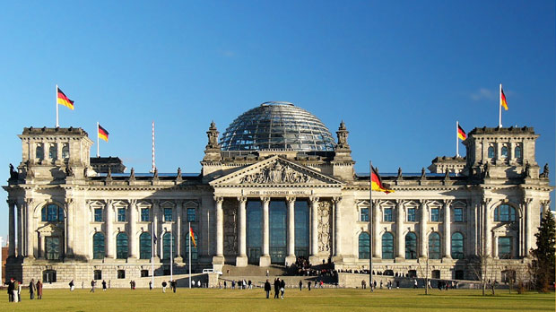 Photographic image of the renovated German Reichstag.